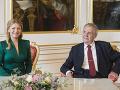 Prezidentku SR Z. Čaputovú privítal v Prahe český prezident M. Zeman