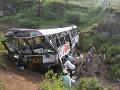 Obrovská tragédia, autobus spadol