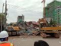 Pád rozostavanej sedemposchodovej budovy s 28 mŕtvymi: Kambodžský súd obvinil 5 Číňanov