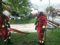 Búrky zatopili pivnice a zhodili stromy: Hasiči mali v sobotu kvôli počasiu viac ako 100 výjazdov