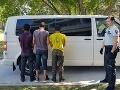 Colníci v Bratislave sa nestačili čudovať: FOTO V kamióne s melónmi sa ukrývali migranti
