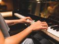 Chcel prehlušiť zvuk klavíra, dnes zato poriadne zaplatí: Učiteľka dostane tučné odškodné