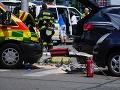Hrozivá nehoda sanitky v Bratislave.