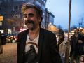 Zadržaný novinár Yücel sa dočkal spravodlivosti: Turecký súd uznal protiprávnosť jeho väzby