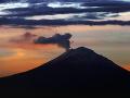 Sopka v Indonézii sa prebúdza: Svoje domovy opustili už tisíce ľudí