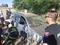 Vodič s alkoholom v krvi chcel uniknúť polícii: FOTO Onedlho narazil do stromu
