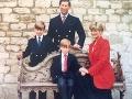 Princovia William a Harry mali v detstve vlasov dostatok.