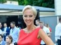 Zuzana Belohorcová mala v červených šatách s rozparkom špicaté prsia.