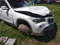 Auto, v ktorom sa trojica viezla, zostalo úplne zdemolované.