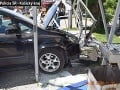 Vodič zbúral autobusovú zastávku