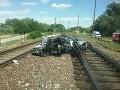 Zrážka rýchlika a osobného auta si vyžiadala dve obete