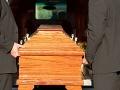 Mladík (20) sa zobudil na svojom vlastnom pohrebe: Minúty predtým, ako ho mali pochovať!