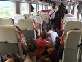 Lukáš si zaplatil prvú triedu: FOTO Vo vlaku zažil peklo, podľa železníc je v poriadku, že ľudia sedeli na zemi