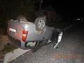 Opitý vodič (20) havaroval na ceste z Banskej Štiavnice: Auto skončilo na streche