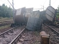 FOTO Pri Šali sa vykoľajil vlak: Museli presmerovať medzištátne vlaky, meškajú niekoľko hodín