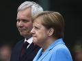 Merkelová počas prijatia dánskej premiérky sedela: VIDEO Deň predtým mala tretiu triašku