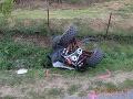 FOTO Nehoda v obci Obeckov: Vodič na štvorkolke zišiel z cesty, prevrátil sa a zostal zakliesnený