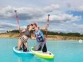 FOTO Tisícky ľudí sa hrnú k tomuto krásnemu jazeru: Nikdy sa v ňom nekúpte! Toto je dôvod
