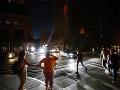 V New Yorku došlo k rozsiahlemu výpadku elektriny: Chaotickú situáciu spôsobil požiar