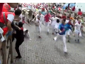 Počas posledného behu v Pamplone nabral býk troch ľudí