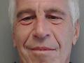 Závažné nezrovnalosti po smrti Epsteina: Jeden z jeho dozorcov nemal vo väzení čo robiť