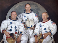 Na archívnej snímke NASA z 30. marca 1969 je posádka Apolla 11: zľava veliteľ Neil Armstrong, pilot Michael Collins a pilot lunárneho modulu Edwin E.