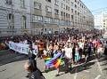 ONLINE Bratislava hýrila farbami, tisíce ľudí na Dúhovom Pride: Hrdí na rodinu sa v pokoji rozišli