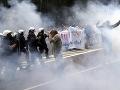 Pochod LGBT v Poľsku mal trpkú príchuť: Násilie futbalových chuligánov, útočili aj na policajtov