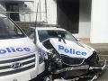 Do policajného auta v