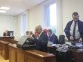 SLEDOVALI SME ONLINE Druhý deň súdu s Ruskom a Kočnerom: Vypovedať prišiel Mika, Šanta sa rozohnil