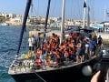 Pobrežná stráž zadržala 284 migrantov smerujúcich do Európy: Odovzdali ich úradom