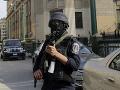 Dráma v egyptskej metropole: Muž sa zmocnil policajtovej zbrane a strieľal na ľudí na zastávke