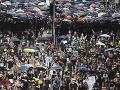 FOTO Hongkonské ulice sú plné demonštrantov: Tiahnu proti použitiu neprimeranej sily polície