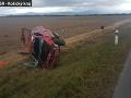 FOTO Dráma pri Sobranciach: Auto sa niekoľkokrát prevrátilo, vodič počas toho vypadol na pole