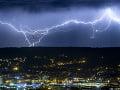 PREDPOVEĎ počasia: Na začiatku týždňa platia výstrahy pred búrkami, bude teplo a dusno