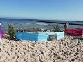 Tak toto turisti na pláži v Poľsku ešte nevideli: FOTO Kreatívny dovolenkár ako totálny sebec
