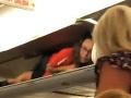 Pasažieri sa pri nástupe do lietadla nestačili čudovať: VIDEO Letuška predviedla niečo veľmi divné