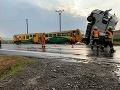 Desivá zrážka s vlakom u českých susedov: FOTO kamiónu v krkolomnej polohe, desať zranených
