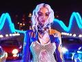 Rita Ora pokračuje v