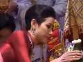 Pobúrenie v Thajsku: Škandalózny kráľ urobil na verejnom obrade zo svojej milenky manželku číslo 2