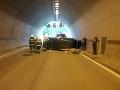AKTUÁLNE Tunel Sitina je neprejazdný: V smere do Petržalky sa zrazili dve autá