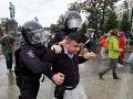Pokojný protest v Moskve sa zmenil behom pár minút: Polícia začala so zatýkaním
