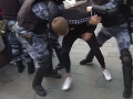 Polícia zasiala proti nepovolenému protestu: VIDEO Zadržala viac ako 800 ľudí