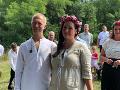 David Škach s partnerkou zvolili naozaj netradičné svadobné odevy.