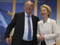 Dosluhujúci predseda EK Jean-Claude Juncker a nová šéfka EK Ursula von der Leyenová