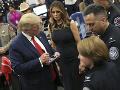 FOTO Trump s manželkou navštívili El Paso: Stretli sa aj so svedkami streľby