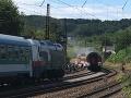 Ďalší vlak v plameňoch: Spoje meškajú desiatky minút, doprava je prerušená