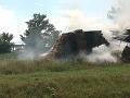 Trebišovskí hasiči v pohotovosti: Zasahujú pri požiari sena v blízkosti čerpacej stanice