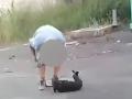 Surovec mlátil fenku priamo na ulici: FOTO Za brutálne zaobchádzanie mu hrozí len pokuta