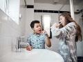 Súrodenci si čistili zuby